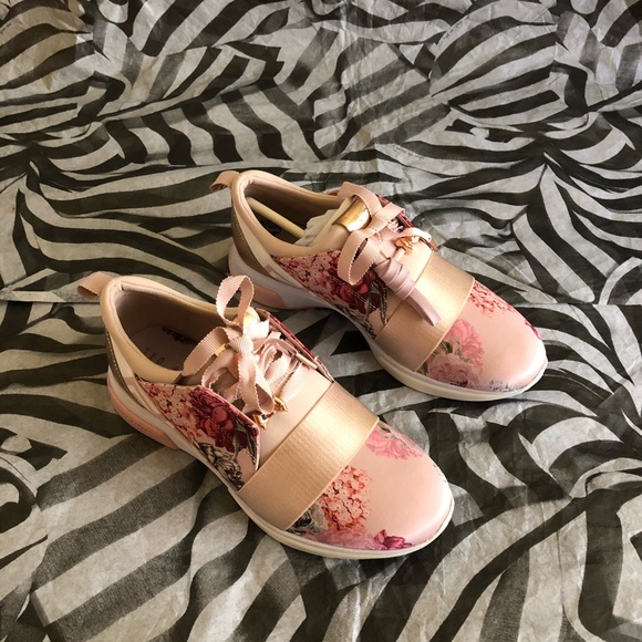 a0342dac37b8 Ted Baker Cepap Palace Gardens Sneakers Floral 🎀